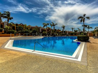 Townhouse Duquesa with garden 5 bedrooms