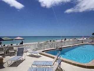 Deck area / Pool