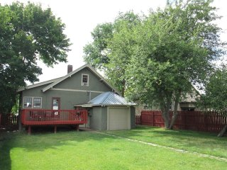 Updated Historic Home (Apple Tree House) Downtown: Walk to Shopping-Restaurants