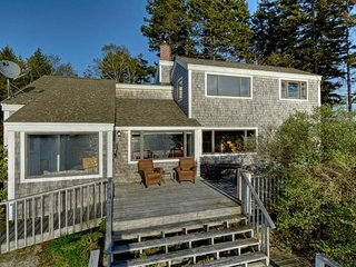 Seabreeze Cove Waterfront Cottage