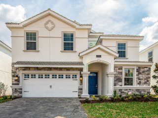 New Luxury 8BR 5bth Champions Gate home w/pool, spa $ gameroom from $263/nt