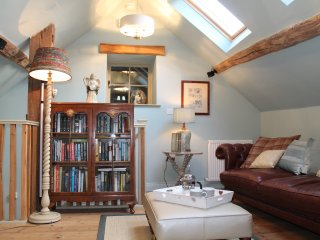 Coach House, Beautiful romantic cottage for 2 set around a sheltered courtyard