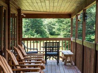 Balsam Valley Kearney- 3,000 sf luxury log cottage - sleeps 12