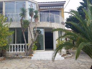 Jolie rez de villa calme 100m2 jardinet parking proche mer