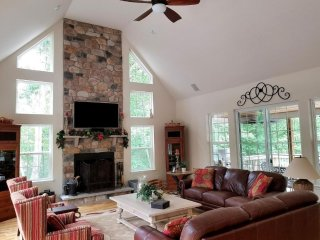 Luxurious Beautiful 4,000 square feet home, 2 minutes from the ski Mountain!!!