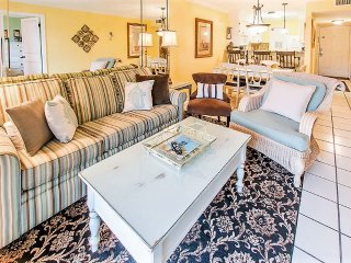 Tradewinds 2 * RECENTLY UPDATED 2 BEDROOM CONDO/50 YARDS TO THE BEAUTIFUL GULF*