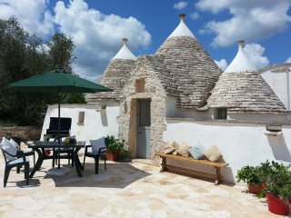 Nice Trullo with swimming-pool