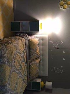 guest bedroom memory foam mattress, clean linens full size