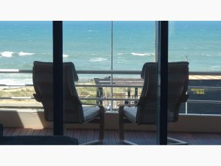 Beach Front Apartment, Excellent Sea View