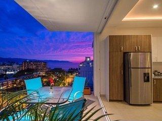 2 Bedrooms Modern Condo in the Romantic Zone