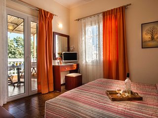 Semiramis Guesthouse Standard Double 3 ( double bed or 2 single bed )