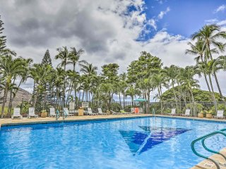 NEW! Makaha Studio w/ Mtn, Valley & Ocean Views!