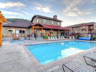 Spacious, contemporary mountain lodge home w/ shared hot tub & pool!