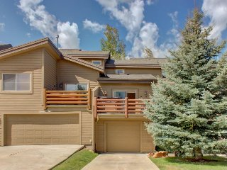 Charming bear-themed home w/ hot tub, fitness center, & pool access!