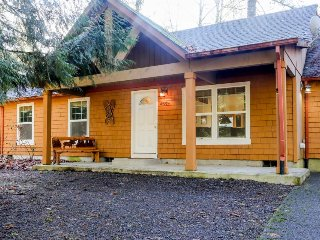 Charming, dog-friendly home w/ deck & shared pool/tennis - near skiing & hiking!