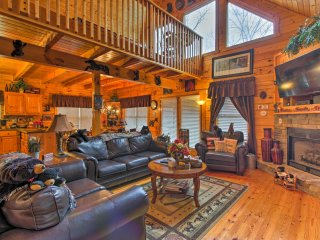 NEW! 3BR Pigeon Forge Log Cabin w/ Hot Tub!