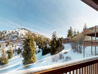 Outdoor lover's getaway with ski-in/ski-out access and a shared hot tub!