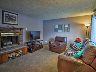 NEW! Cozy 3BR Anchorage Townhome w/Fenced Backyard