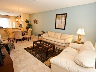 8036CBD-134. Professionally Furnished 3 Bedroom 3.5 Bath Town Home in Vista Cay