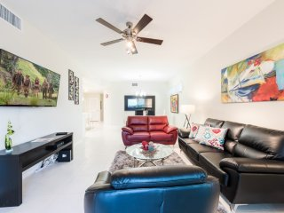 Modern Bargains - Storey Lake Resort - Beautiful Cozy 3 Beds 2 Baths Townhome