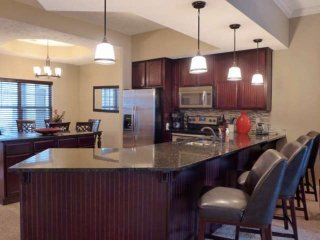 Beautiful Modern Ground-Floor Condo, With Great Lake View. Near Branson Attracti