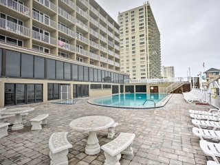 NEW! Daytona Beach Studio w/ Pool & Amenities!