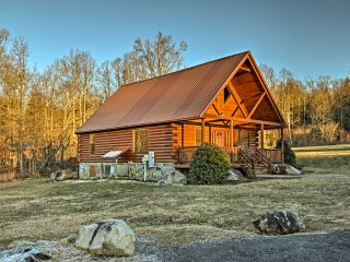 NEW! Serene 3BR Gatlinburg Resort Cabin w/Hot Tub
