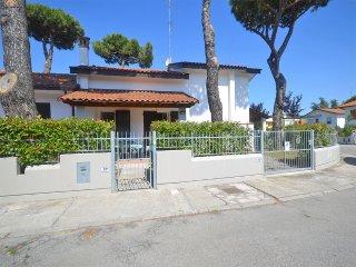Villa a schiera 'Prestge' con doppi servizi ben arredata di nuova costruzione