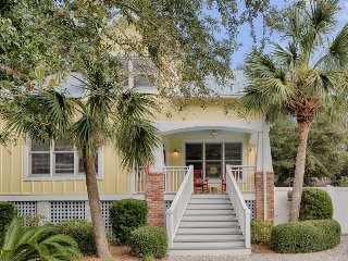 Charming cottage w/ private pool & hot tub - walk to the beach and village!