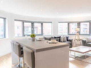 Stylish City Centre Apt. Sleeps 8 With Free Parking!