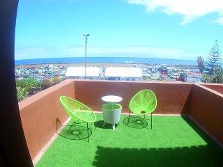 Estupendo apartamento. Balcon canario. Vistas al mar