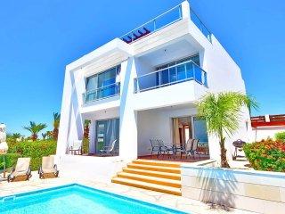 Villa Nasia - Modern Villa In Coral Bay