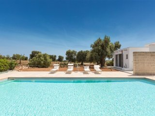 906 Villa near the sea with pool 2km away from the beach