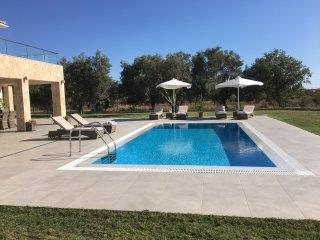 Luxury Spacious Villa Darymine with Sea & Mountain Views