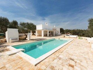 880 Villa with Pool in Ostuni