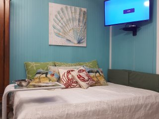 Mermaid Cove~Quiet beach ~Pets~Sleeps 1-4 (or 14)!