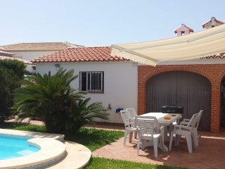 Gorgeous villa with private pool near beach - Sleeps 8 - VTB registered