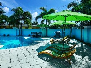 LS-0441 . Luxury 4br-3ba .5mim Beach 2min Mall !Super!
