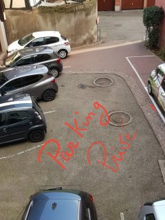PARKING PRIVE A 10 METRES DE L'APPARTEMENT