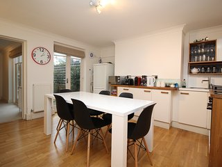Spacious and comfortable apartment within walking distance of the town centre