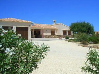 Luxury 3 bedroom/2 bath Villa with Large Private Pool, Stunning Mountain Views
