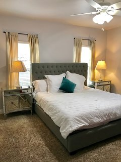 FIRST FLOOR King Bedroom with Twin bunkbed (Sleeps 4)