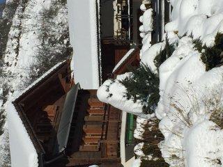 La Bella Tola, chambre chez l'habitant, chaleureuse avec vue sur les Alpes.