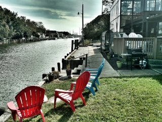 Lagoon Living- Great For Families-10 Kayaks Paddleboard and Paddle Boat included