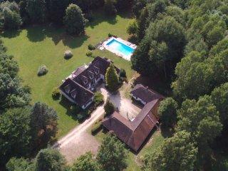 Villa du Grand Sancerrois, gîte avec piscine à Sancerre et événementiel