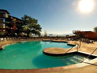 Mountain View 1 Bedroom Suite at the Incredible Cove Resort, Kelowna