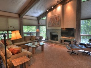 3 Bedroom Deluxe for 8 at Top of the Village Condominiums, Snowmass