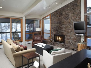 3 BR Deluxe Point for 8 at Top of the Village Condominiums, Snowmass