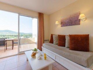 Superior 1/2 BR Apartment for 7 at Pont Royal en Provence