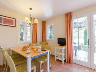 Standard 2/3 BR Apartment for 7 at Pont Royal en Provence